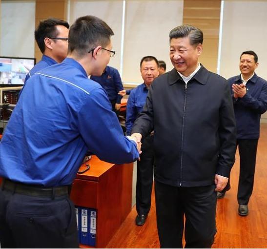 woshou_和大领导握手.jpg